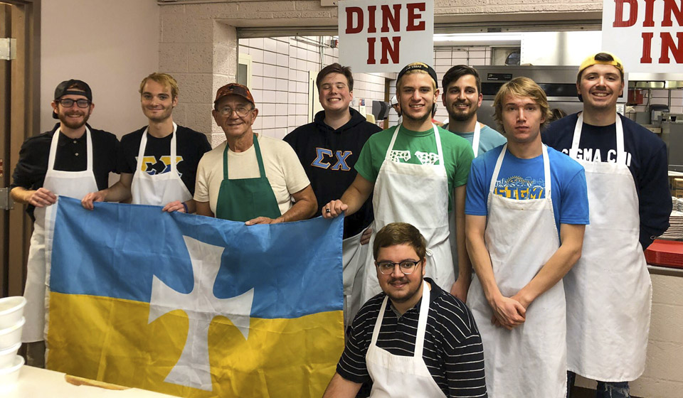 Brothers of Sigma Chi volunteering