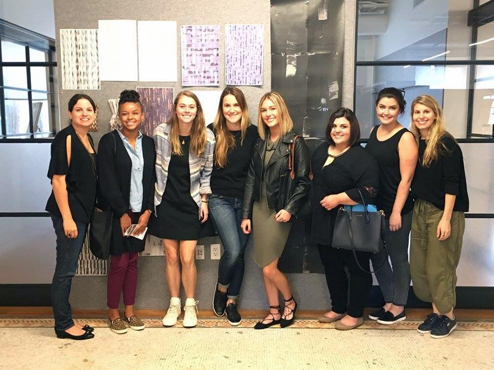 ysu fashion studentsposing for photo in new york